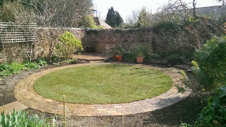 garden design with circular lawn