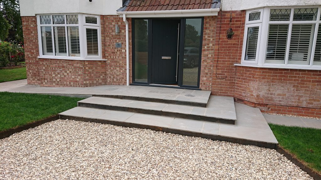 front entranceway with steps and gravel driveway