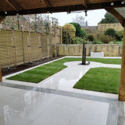 contemporary garden with white porcelain pavers
